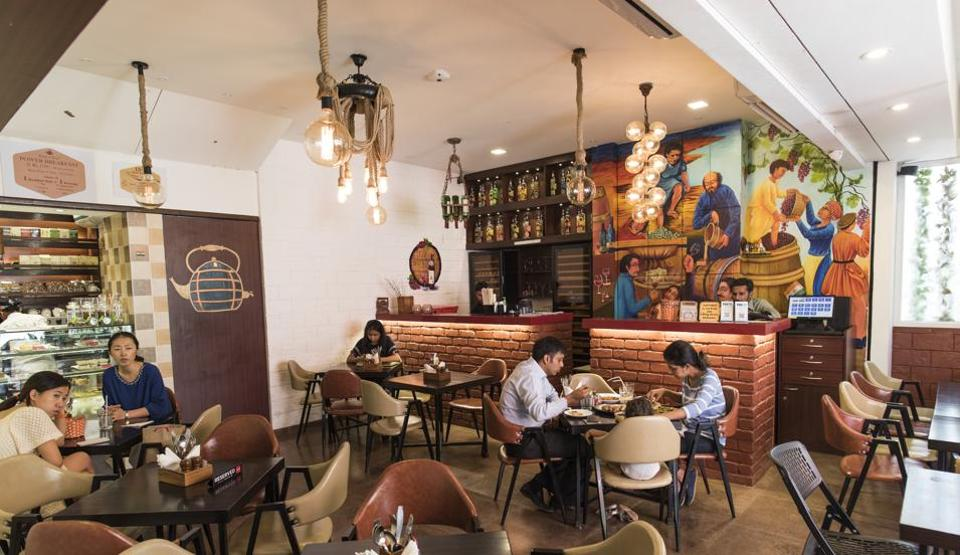 Kettle & Keg in Khar has something to please everyone and a staff that's eager to please too.