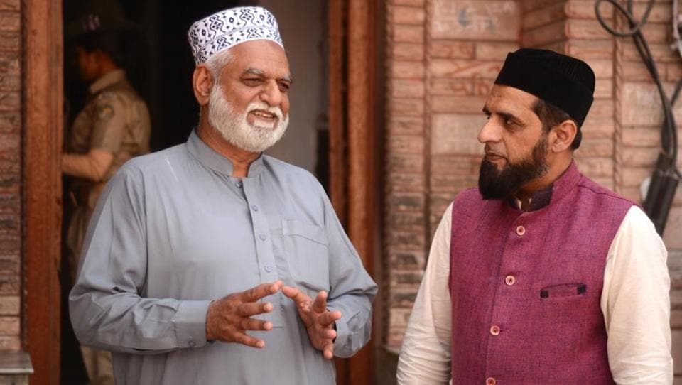 Ali Khan, a 60-year-old resident of Islamabad, talks to Rao Anwar, an official of the Pakistani High Commission, at the Sufi shrine of Khwaja Moinuddin Chishti in Ajmer.