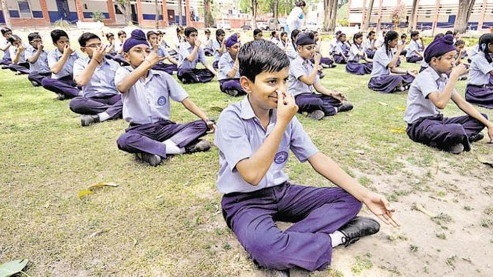 Yoga in schools would help students keep a fit body and mind, feel many people.