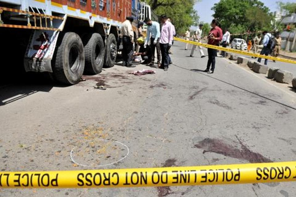 The victim Satnam, in order to save himself tried to sneak below the truck and hide behind the rear tyre of the truck.