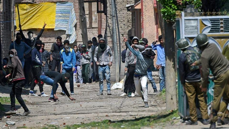 Srinagar: Youths throw stones on Security forces during clashes in Srinagar on Sunday. Four civilians where killed and more than two dozens were injured during the clashes.