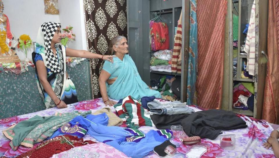 Ghaziabad,man robbed by wife,Gajraula