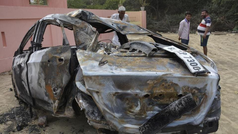 car hits electricity pole,man on fire,Ghaziabad