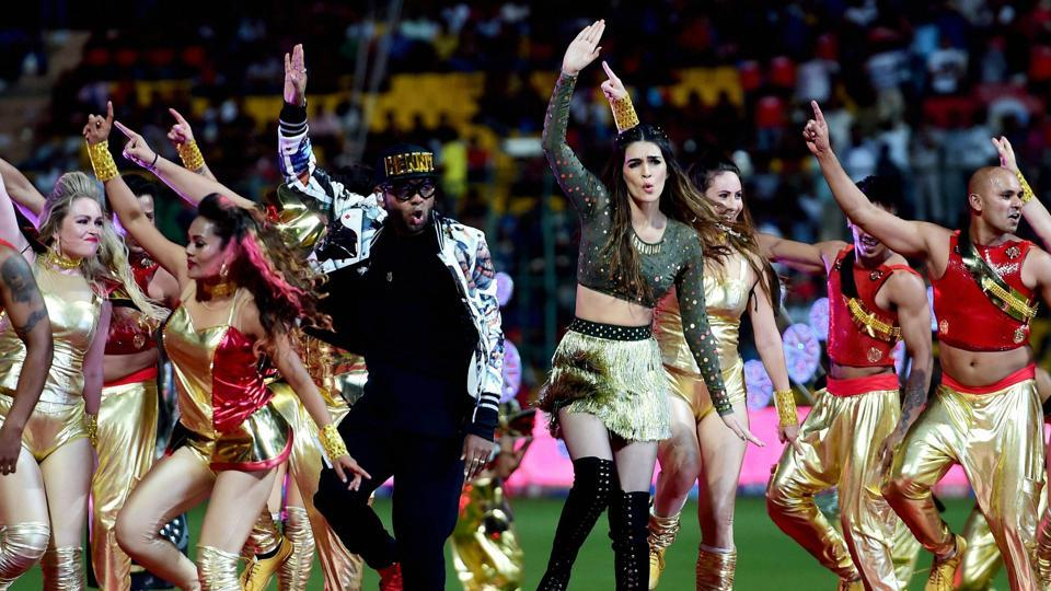Bollywood Singer Benni Dayal and Actress Kriti Sanon performs during the IPL opening ceremony. (PTI)