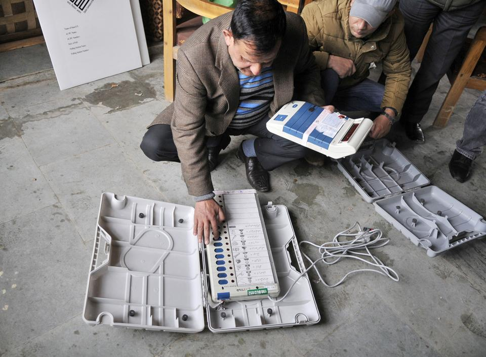 A Kashmir election officer,checks  electronic voting machines during a distribution of election material at a local school in Srinagar. (Waseem Andrabi / HT Photo)