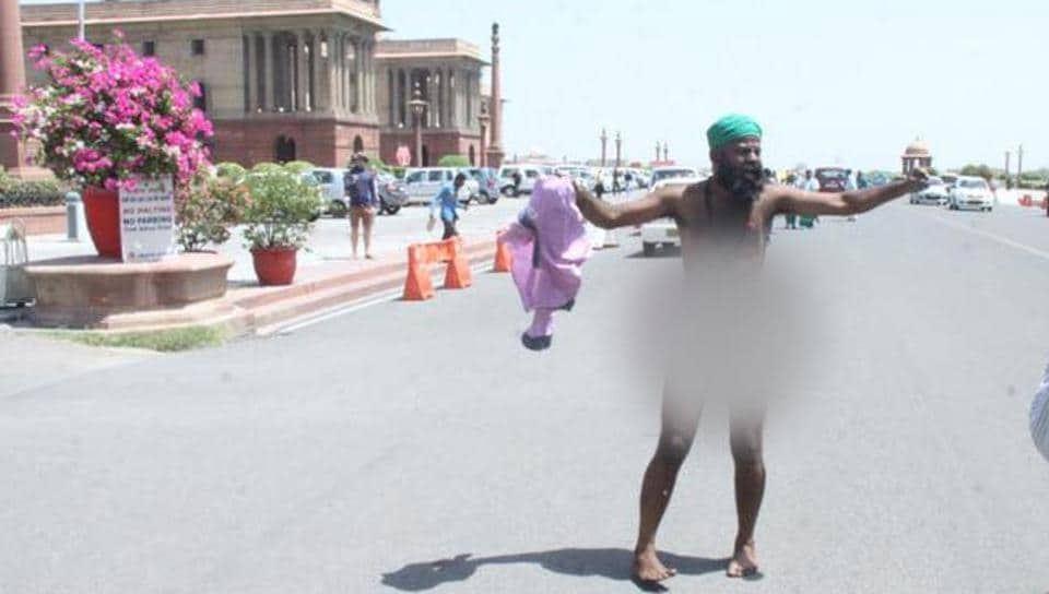 Protesting farmers stripped, shouted slogans and rolled on the road chanting 'Shiva'
