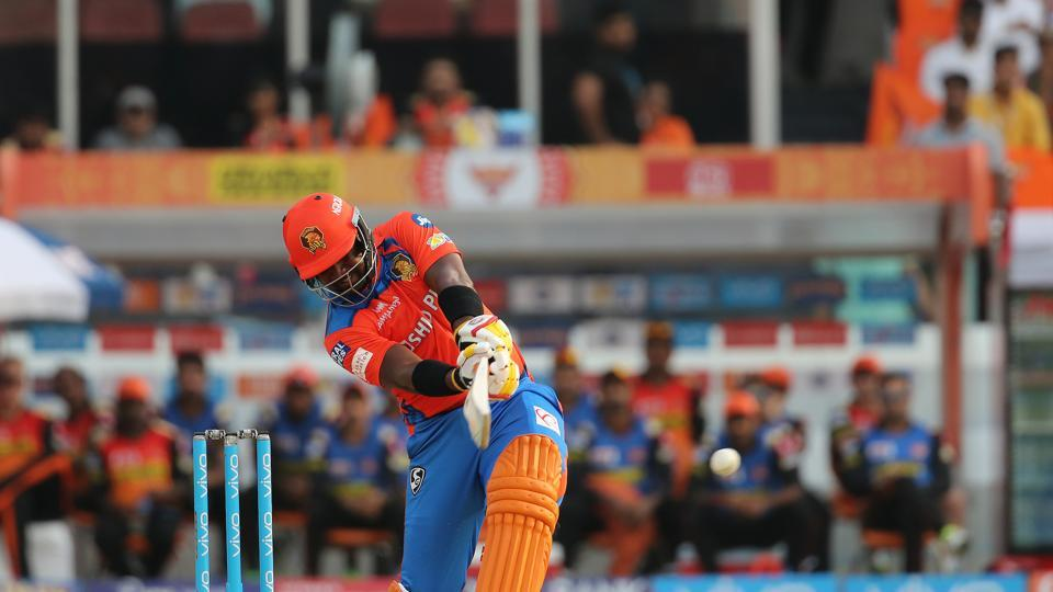 Dwayne Smith started the revival process along with Dinesh Karthik as Gujarat Lions aimed to reach a good total. (BCCI)