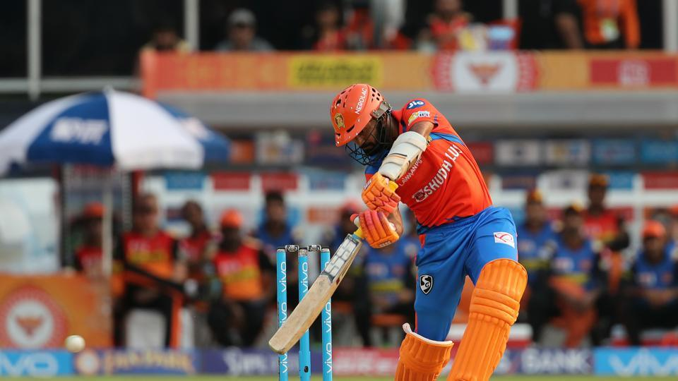 Dinesh Karthik and Dwayne Smith shared a 56-run stand as Gujarat Lions targeted a score of 150-plus (BCCI)