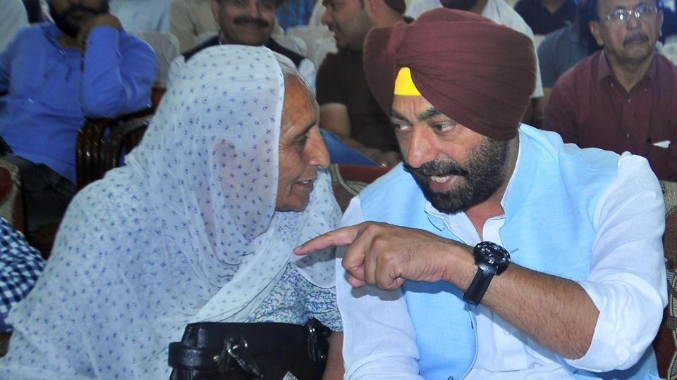 AAP leader Sukhpal Singh Khaira interacting with party volunteers during a meeting in Amritsar on Monday.