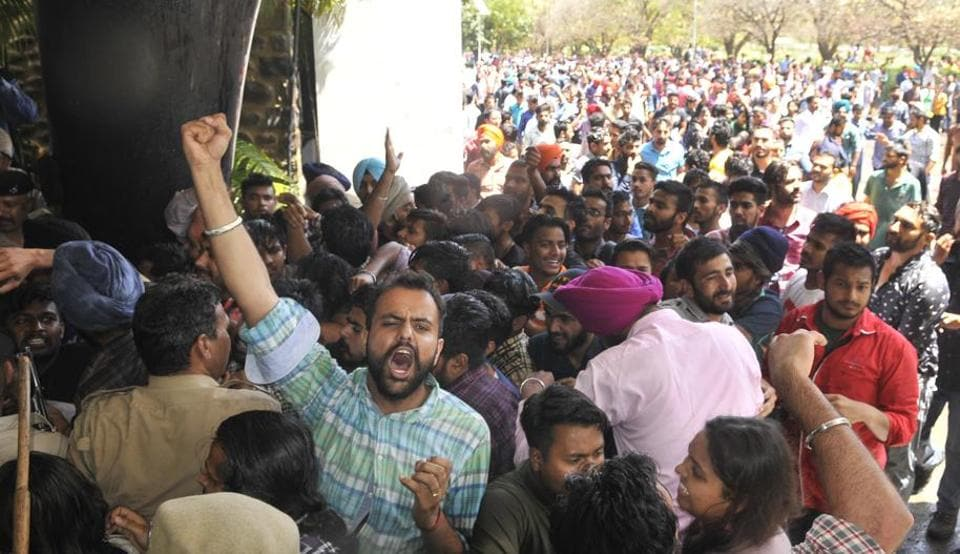 Students protesting against the fee hike at Panjab University in Chandigarh on Tuesday, April 11. (Karun Sharma/HT)