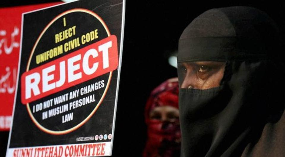 Muslim women from Rabodi protest against the BJP government for abolishing the practice of triple talaq in Thane. The Muslim law board vice president said that the government must not interfere in the matter as the board would end it in less than two years.