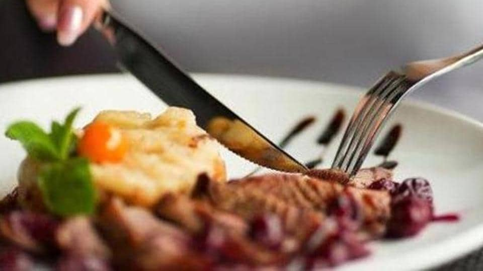 The Union food ministry is drafting a questionnaire for hotels and restaurants to explain what dish sizes they should serve to a customer.