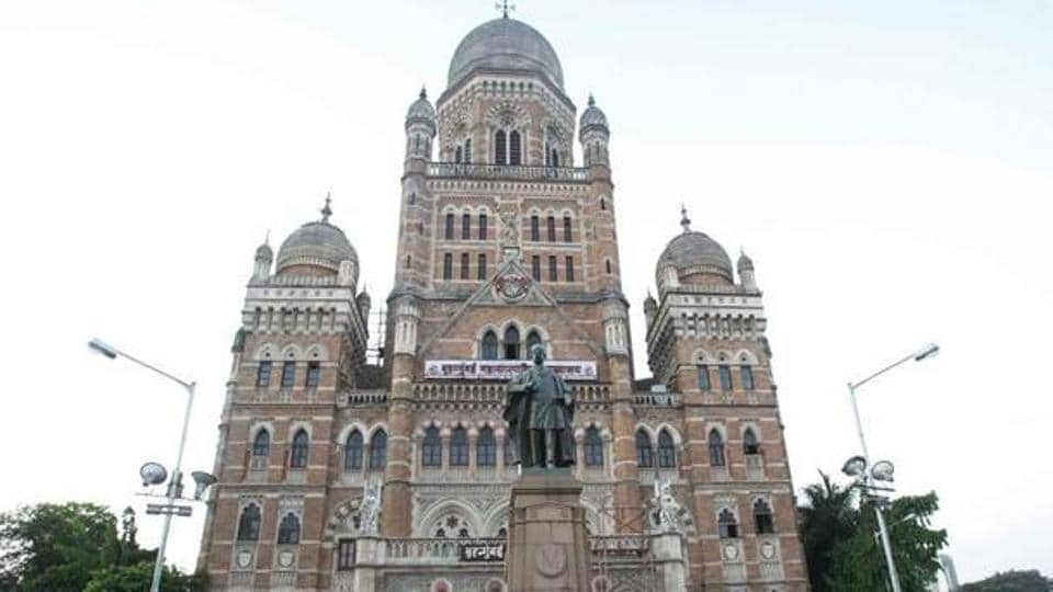 Nearly 225 of the workers die every year due to the appalling work conditions; about 1,380 had died between 2009 and 2015, according to the BMC's own data