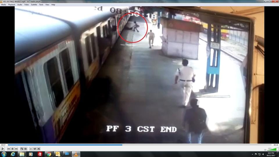 Avideo grab shows an RPFconstable dragging  the passenger out of the trap.