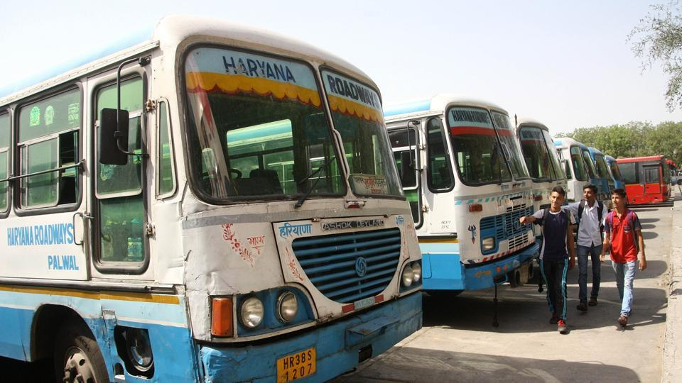 The roadways union is protesting against the government scheme to give 853 permits to private bus operators on 273 routes and is demanding that more roadways buses be bought and run on these routes to give employment to more people.
