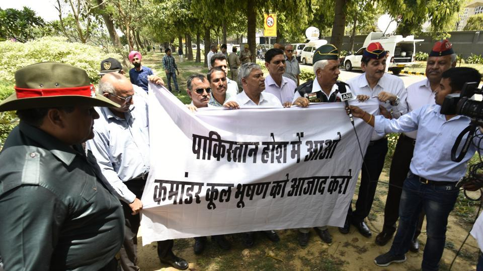 Ex-serviceman protesting outside the Pakistan High Commission demanding release of former Indian naval commander Kulbhushan Jadhav who has been awarded death sentence by a Pakistan court for espionagen New Delhi, India, on Wednesday, April 12, 2017.