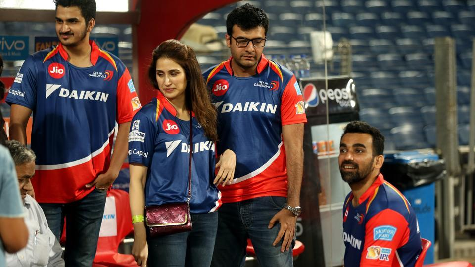 Zaheer Khan is the captain of Delhi Daredevils in the 2017 Indian Premier League. Khan is rumoured to be the beau of Sagarika Ghatge (second from left). (bcci)