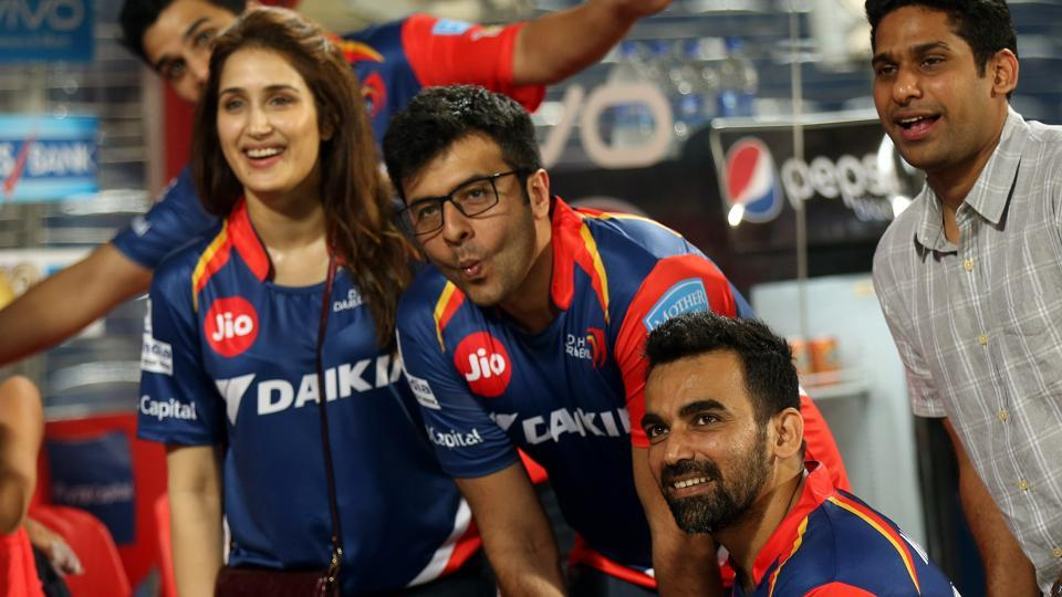 Actor Sagarika Ghatge (left)with captain Zaheer Khan (right)at the Delhi Daredevils dugout after their 2017 Indian Premier League match against Rising Pune Supergiant in Pune on Tuesday.