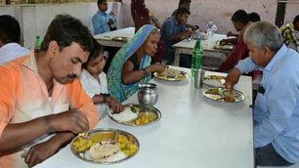 Over 500 people are served food on a daily basis at the Gorakhnath Hospital canteen.