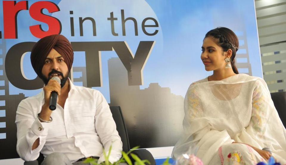 Gippy Grewal and Sonam Bajwa at the HT office in SAS Nagar on Thursday, the eve of their latest release 'Manjey Bistrey'. (Keshav Singh/HT)