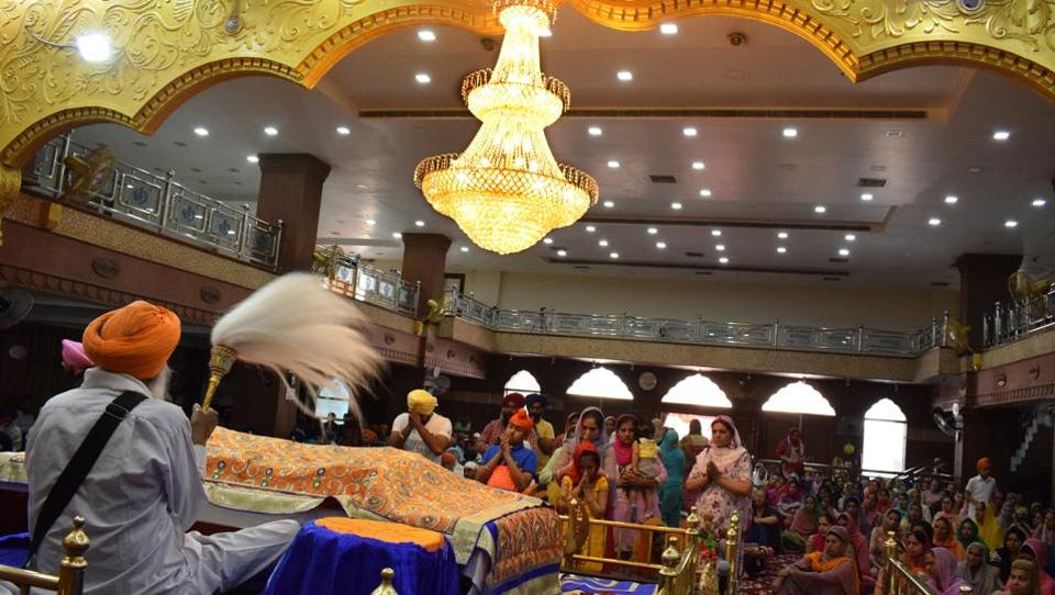 Devotees offering obeisance during Baisakhi celebrations at Gurudwara Nauvi Patshahi, Guru Teghbhadar nagar in Jalandhar. (Sikander Singh Chopra/HT Photo)