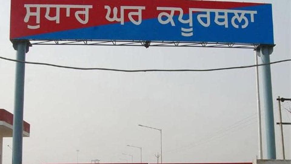 Kapurthala,jail staff,smuggling drugs