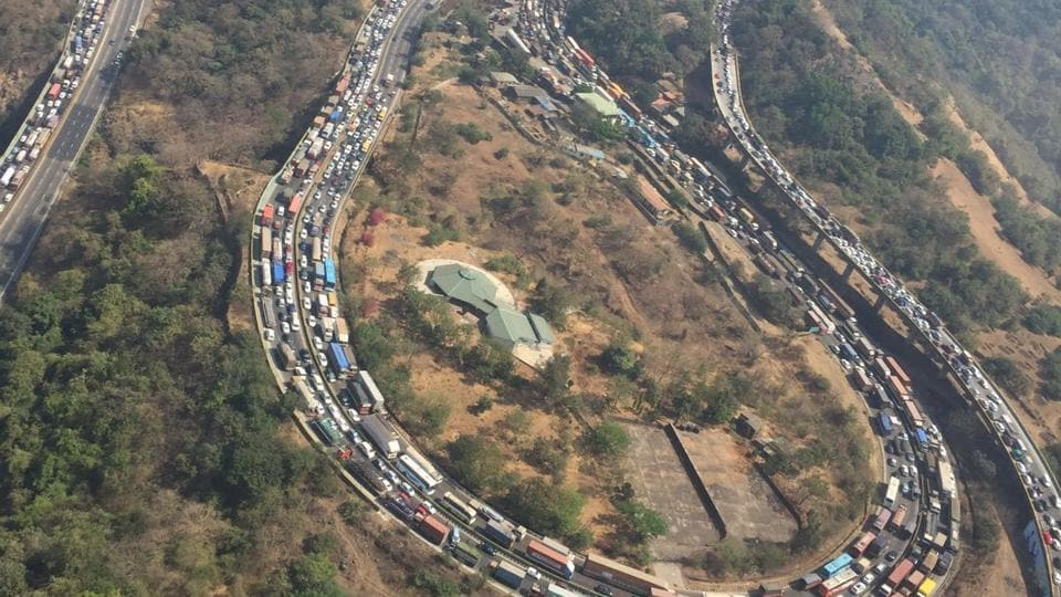 There were traffic jams near the Amrutaranjan bridge around 10 km from Khalapur in the morning.