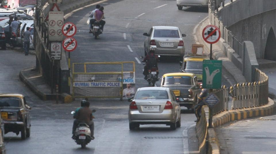 While the flyover is constantly manned by the traffic police during the day, the constables' shifts end at 9 pm, making the route free for bikers.