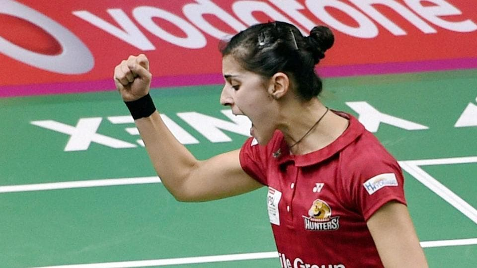 Carolina Marin advanced to the semi-finals of the Singapore Superseries as she defeated India's PV Sindhu 21-11, 21-15 in the quarterfinals.