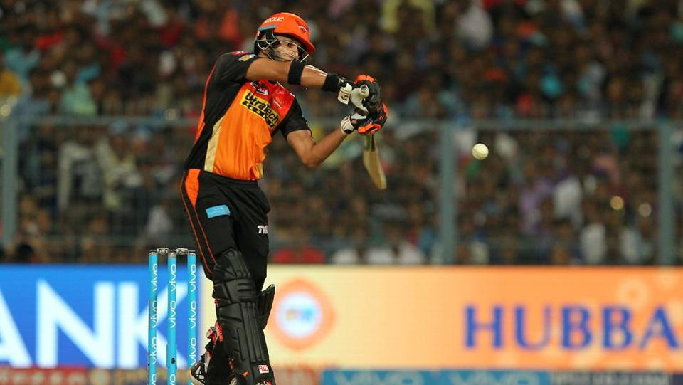 With David Warner and Moises Henriques falling in quick succession, Yuvraj Singh tried to pull the momentum in SRH's favor with some lusty blows. (bCCI)