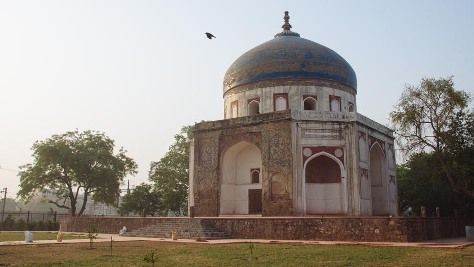 Neela Gumbad is one of the oldest remnants of the Mughal era in Delhi. Completed in 1625, it is located next to the Nizamuddin Railway Station behind the Humayun tomb complex. (Vageesh Lall/HT Photo)