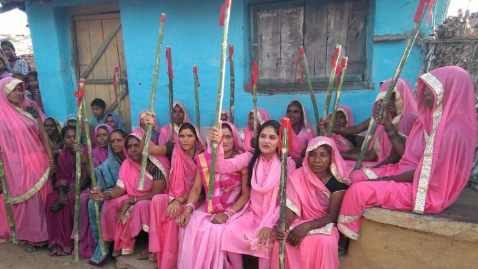 The Gulabi Gang in the Bundelkhand region of Madhya Pradesh is out to shut down illicit alcohol business and end alcoholism.