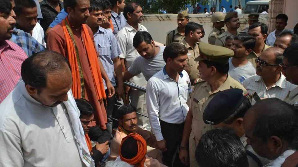 Activists of Vishwa Hindu Parishad  and Bajrang Dal staging a protest near the temple.