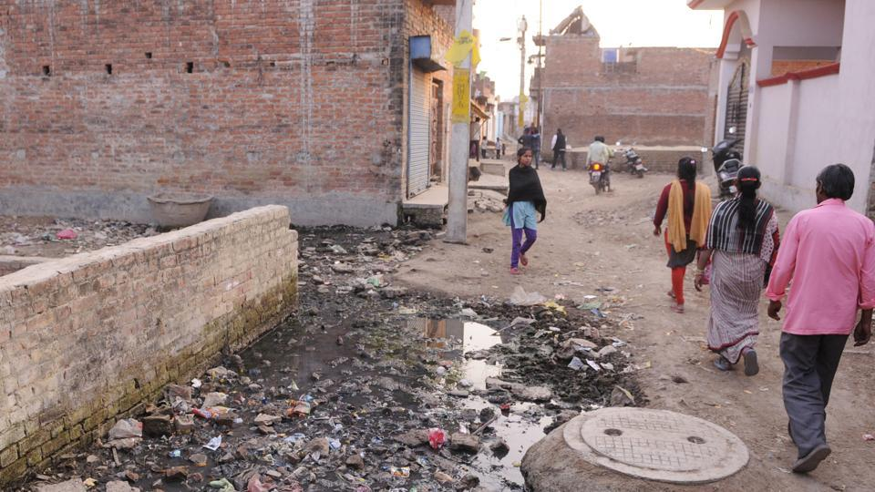 Residents of Faizullah Ganj complain of government apathy.