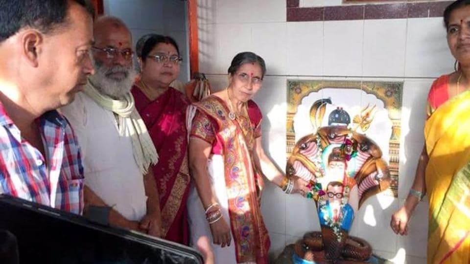 PMNarendra Modi's wife Jashodaben made a surprise visit to Telangana and visited a few temples.