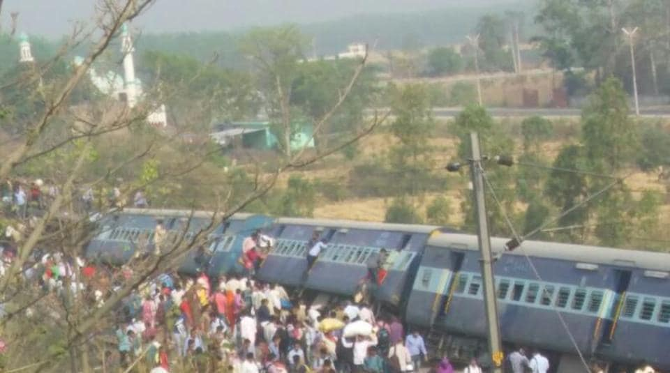 The derailment of the Rajya Rani Express on Saturday was the latest in a string of similar accidents the public transporter has suffered in recent months.(Manish Chandra Pandey/HTPhoto)