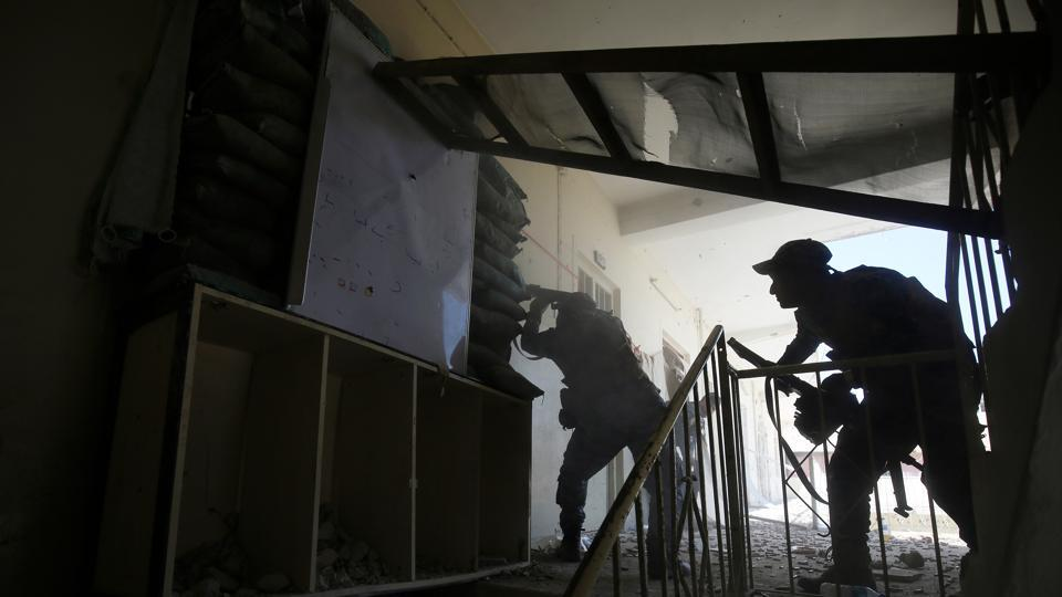 A member of the Iraqi forces fires towards Islamic State (IS) group fighters in the old city of Mosul on April 15, 2017, during an offensive to recapture the city.