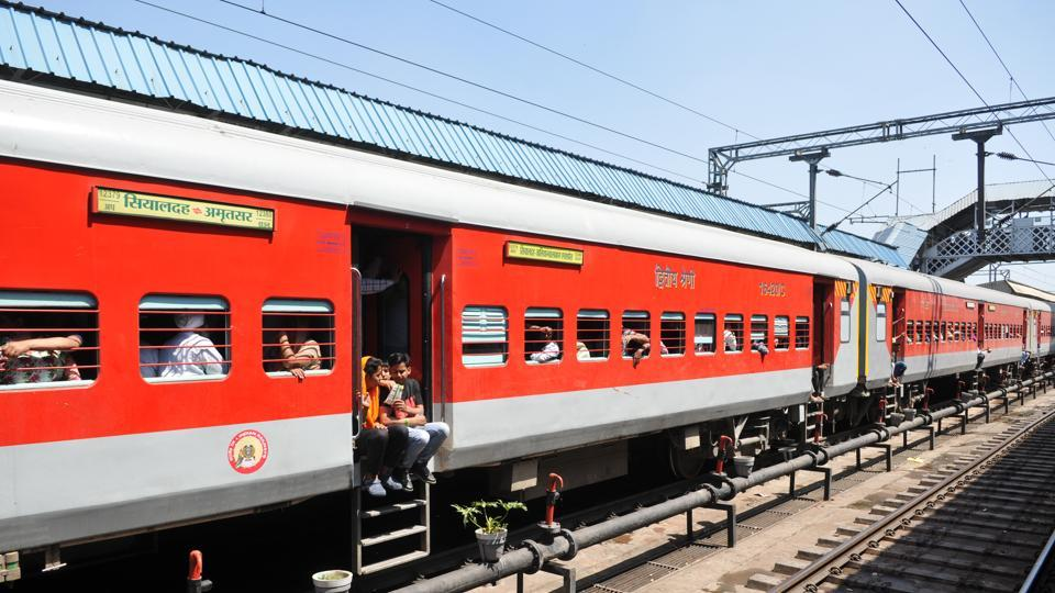 Bombay High court,Railways,Moving train