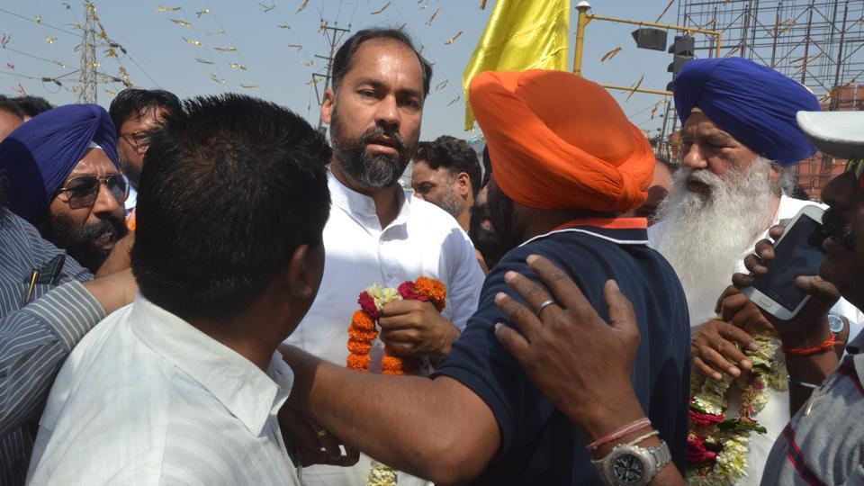 SAD MLA and party workers trying to pacifying Adampur SAD MLA Pawan Tinu at Nakodar Chowk in Jalandhar on Friday.