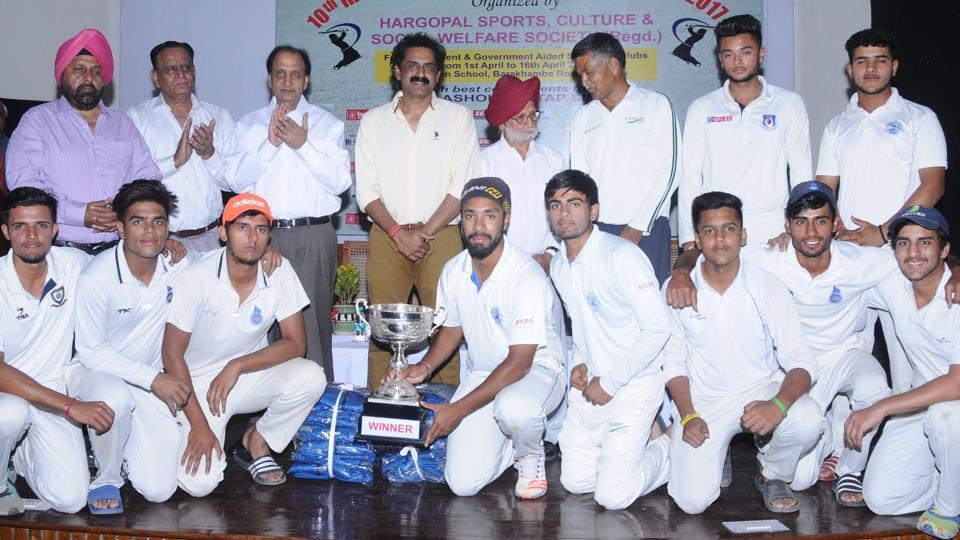 Modern Cricket Academy defeated Billa Bong Academy by six wickets, while Salwan Boys' School beat Ramjas School no. 2 to win the titles.