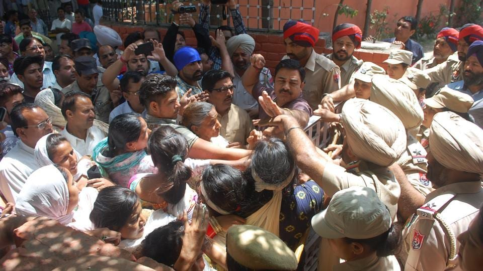 Protesters trying to enter SP's  office during dharna in Phagwara onSaturday.