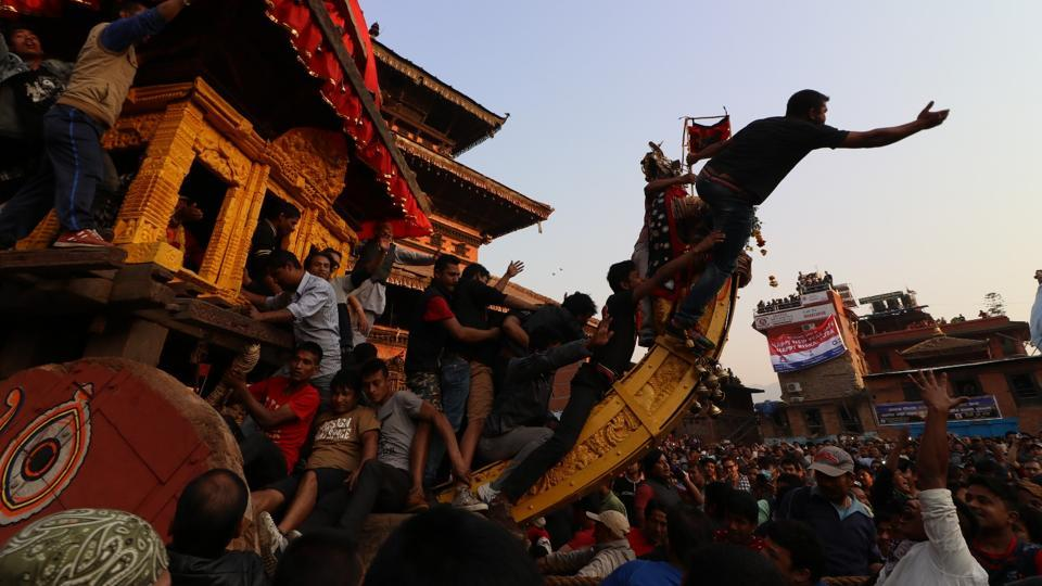 A man on top of  the wooden chariot tries to make  the way for the Ratha of Bhairav at the Bisket Jatra. (Photo By Nipun Prabhakar)