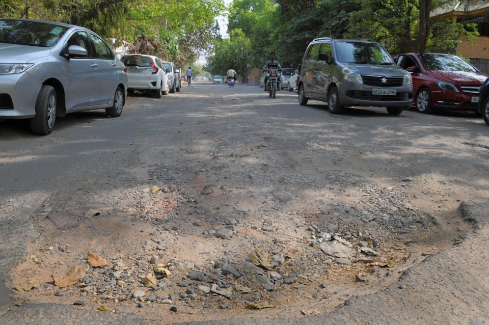 Broken road,Potholed road,Gurgaon