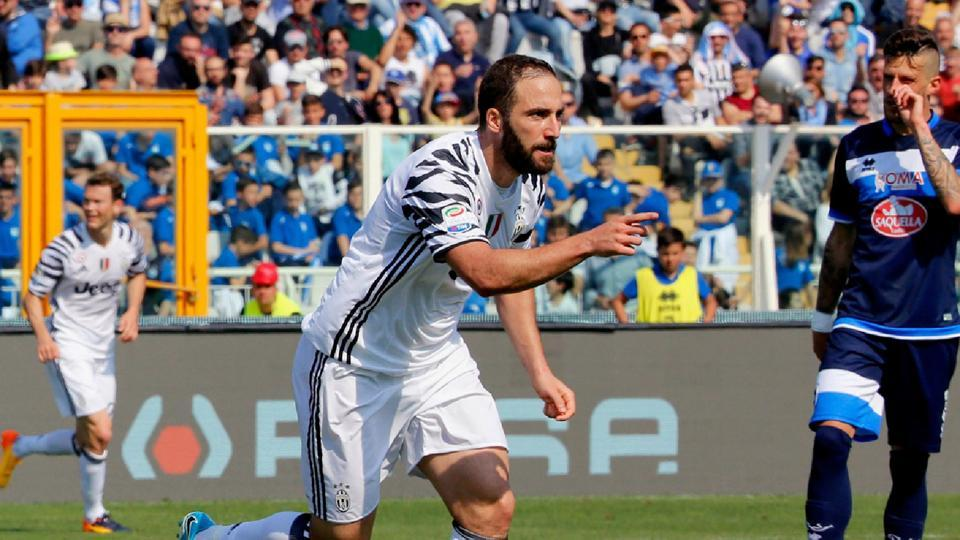 Gonzalo Higuain scored a brace as Juventus extended their lead to eight points in the Serie A and stayed on course for a record sixth consecutive Scudetto.