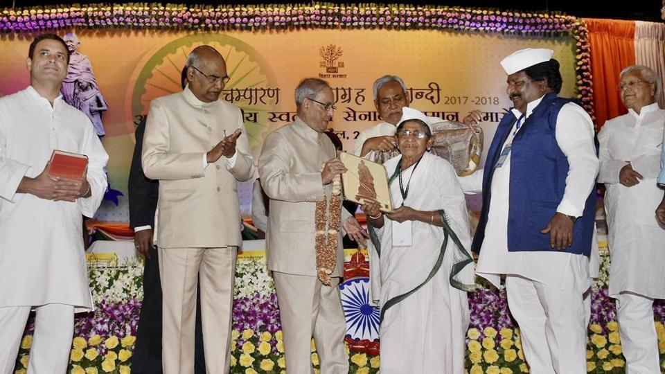 President Pranab Mukherjee honours freedom fighters during a felicitation function organised by the Bihar government to mark 100 years of Mahatma Gandhi's Champaran Satyagrah in Patna on Monday. Bihar governor Ram Nath Kovind, chief minister Nitish Kumar, Congress vice-president Rahul Gandhi and RJD chief Lalu Prasad were also present on the occasion.