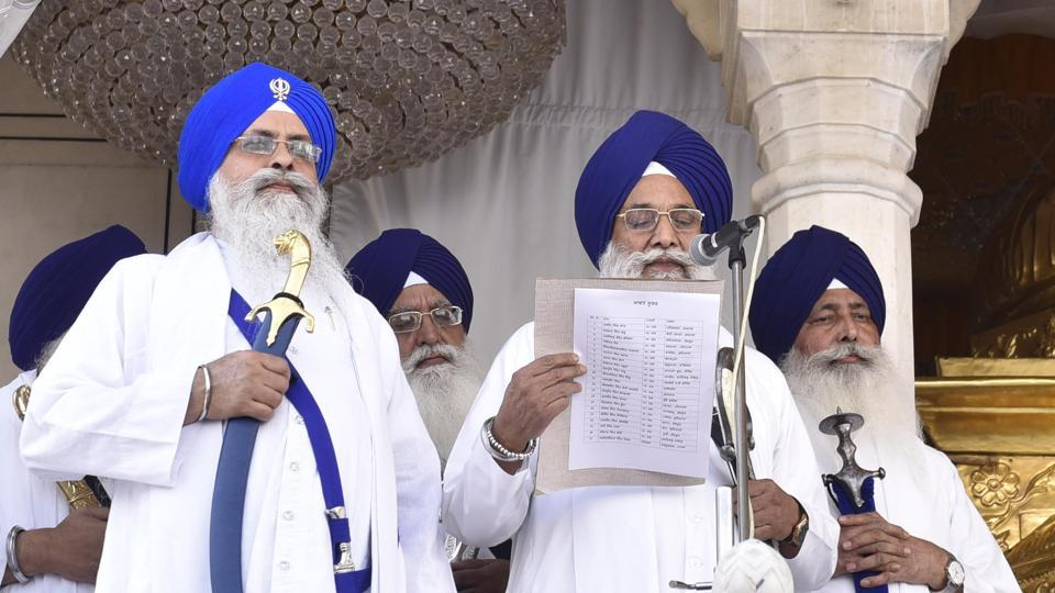 Akal Takht jathedar Giani Gurbachan Singh making the Sangat aware of the decision taken by five Sikh high priest during the meeting at Akal Takth Sahib, Amritsar on Monday.