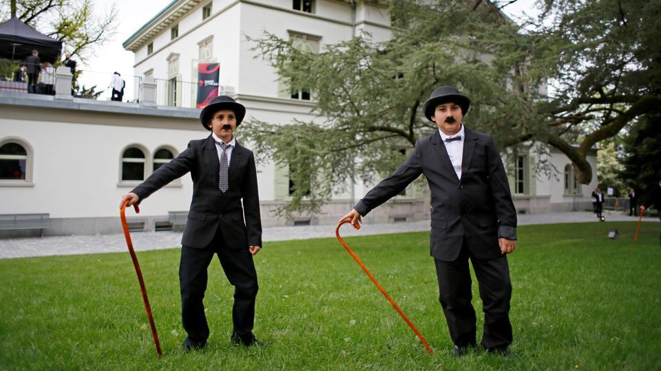 Participants dressed as 'The Tramp'  are seen in Corsier sur Vevey, Switzerland . (Pierre Albouy / REUTERS)