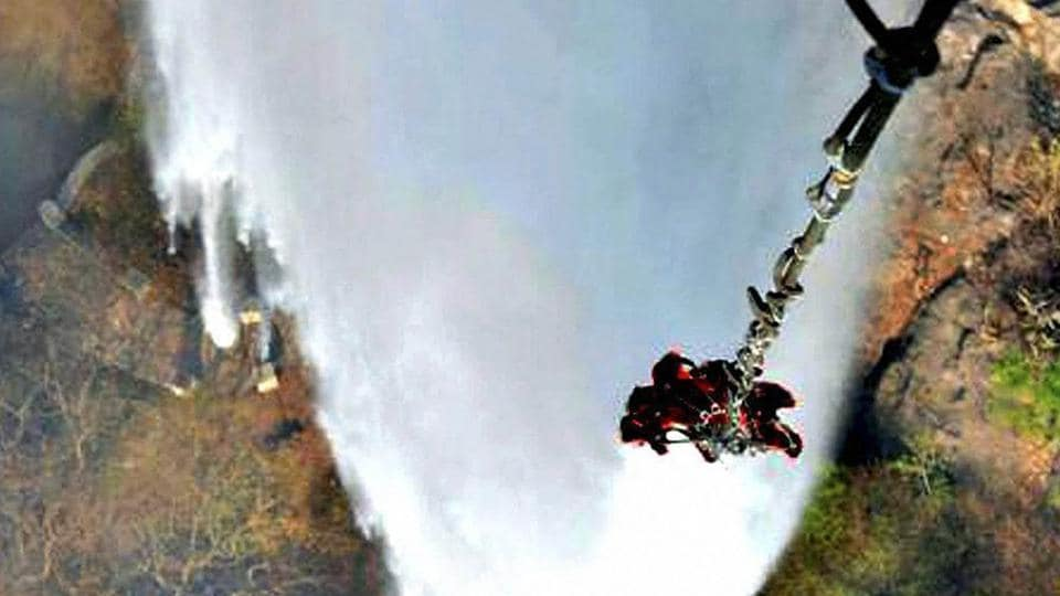 Helicopters of Indian Air Force pour water with the help of their bambi buckets to douse the raging  fires in Mount Abu.