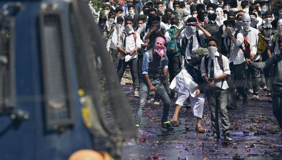 Clashes broke out between security forces and agitating students near a college in Srinagar on Monday. (Tauseef Mustafa/ AFP)
