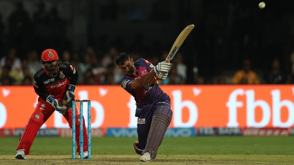 Despite some quick dismissals, MS Dhoni scored 28 off 25 balls to not let RPS feel the heat. (BCCI)